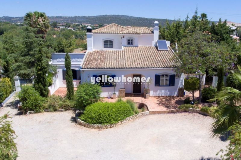 Beautiful country villa in a small hamlet near Vilamoura